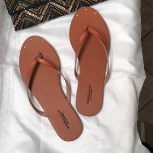 American Eagle outfitters flip flops size 7